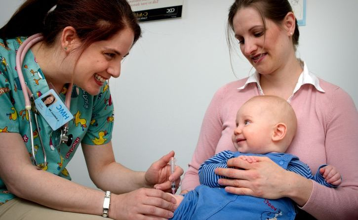 Pourquoi vacciner des nourrissons contre l'hépatite B