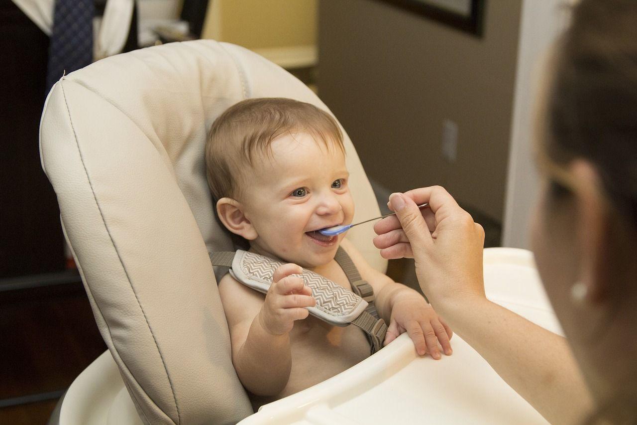 Alimentation bébé à 4 mois,