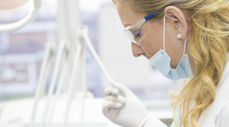 Chirurgie dentaire : qu'est-ce qu'une couronne dentaire