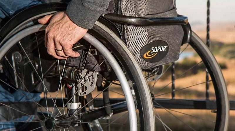 Le guide pour choisir un fauteuil roulant pour un proche âgé