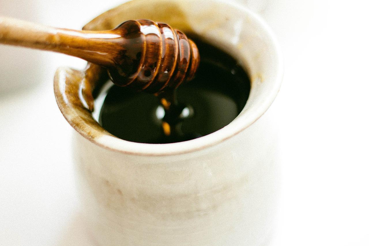 miel pour soigner des aphtes naturellement